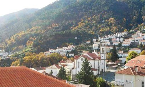 House with 2 bedrooms in Manteigas with wonderful mountain view and balcony 7 km from the slopes, Manteigas