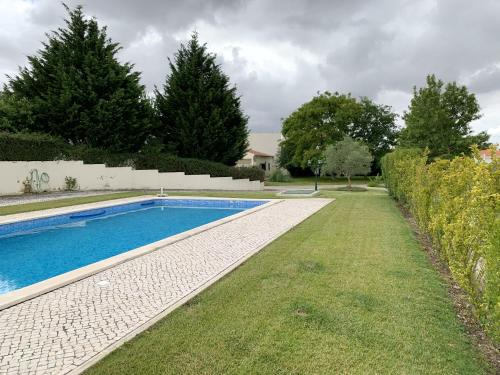 House with one bedroom in Alcanhoes with shared pool enclosed garden and WiFi, Santarém