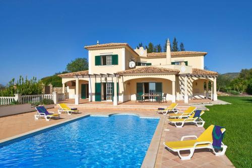 Areia Villa Sleeps 6 WiFi, Faro