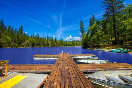 Lake of the Springs Camping Resort Cottage 1, Yuba