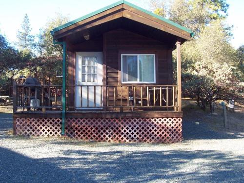 Lake of the Springs Camping Resort Cabin 3, Yuba