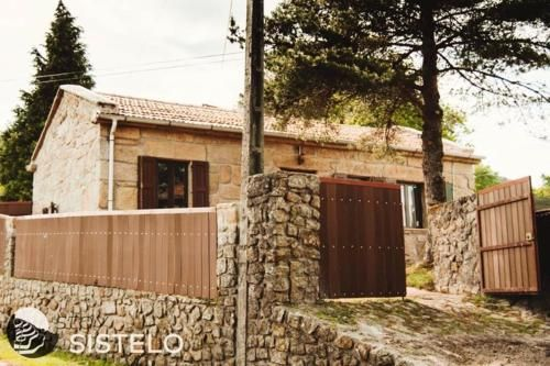 House with 2 bedrooms in Sistelo with wonderful mountain view enclosed garden and WiFi, Arcos de Valdevez