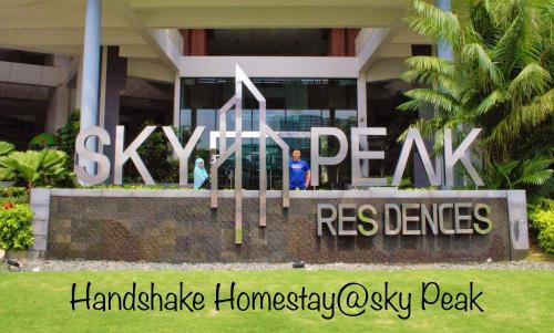 Handshake Homestays @ Sky Peak Setia Tropika, Johor Bahru