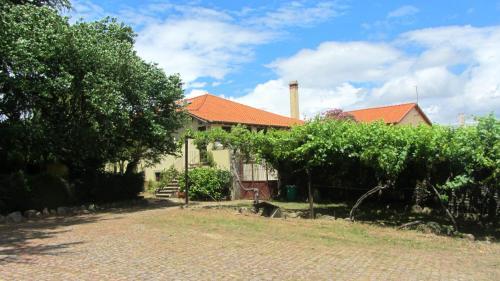 House with 6 bedrooms in Macedo de Cavaleiros with wonderful mountain view private pool enclosed gar, Macedo de Cavaleiros