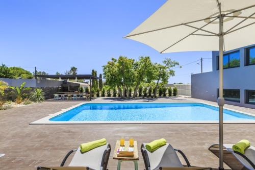 Villa with 3 bedrooms in Quelfes with wonderful sea view shared pool enclosed garden 4 km from the b, Olhão