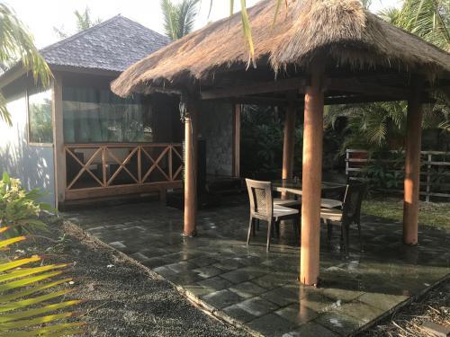 Waterfront Balinese Bungalow - romantic getaway, Païta
