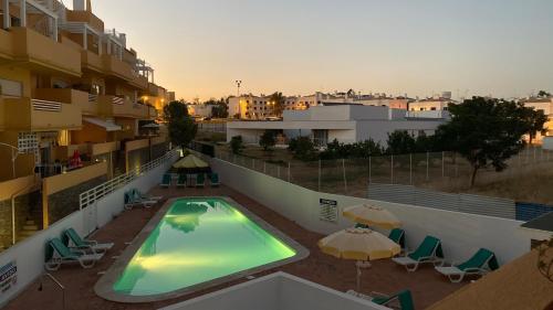 T2 com varanda ampla e piscina em zona sossegada, Alcoutim