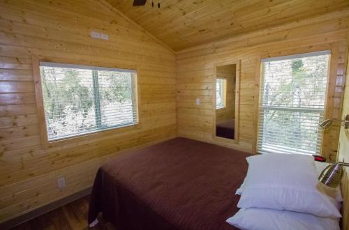 Lake of the Springs Camping Resort Cottage 3, Yuba