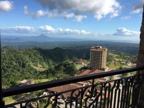 Maddie's PLACE Tagaytay Breathtaking Taal View, Laurel