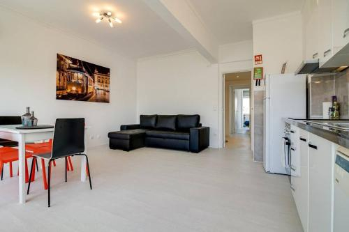 Modern 2Bed Apt with views, 5 mins to Metro, Lisboa