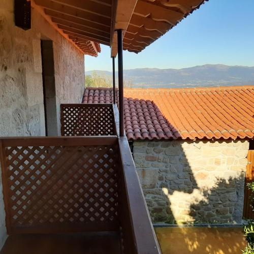 House with 3 bedrooms in Povoa de Lanhoso with wonderful mountain view shared pool and enclosed gard, Póvoa de Lanhoso