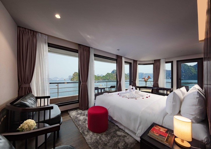 Scarlet Pearl Cruises, Hạ Long