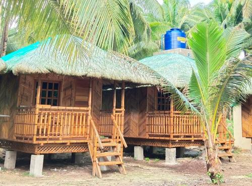 God the father's beach resort, Pilar