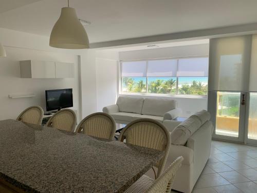Cimarron Suites Playa Parguito, Antolín del Campo
