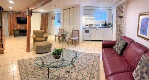 English Basement Apartment with full kitchen, District of Columbia
