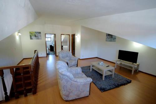 House with 4 bedrooms in Aveiro with wonderful city view balcony and WiFi, Santa Maria da Feira