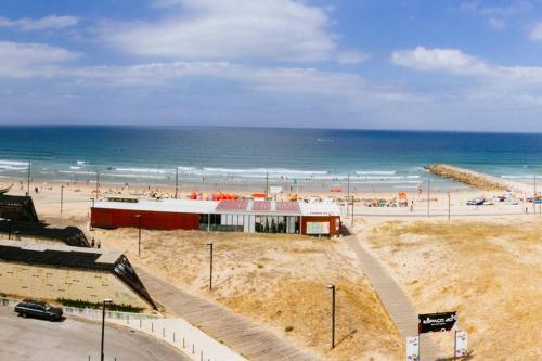 Panoramic Beach View Apartment (T2) in Caparica, Almada