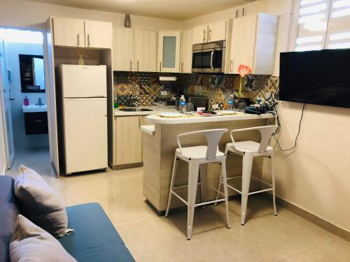 Lovely apartment with laundry & Parking,