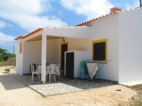 House with 4 bedrooms in Aljezur with furnished terrace and WiFi 4 km from the beach, Aljezur
