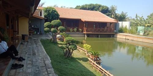 Saung BSA Tempat Niis, Karawang