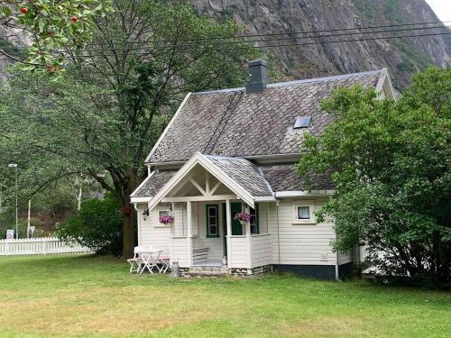 Aobrio Holidayhouse, old farmhouse close to Flam, Lærdal