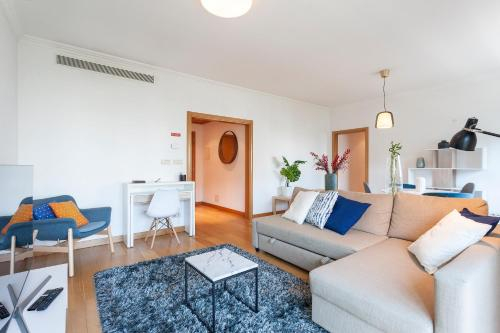 Central Orient Residence - Modern, spacious and sunny! By the river!, Lisboa