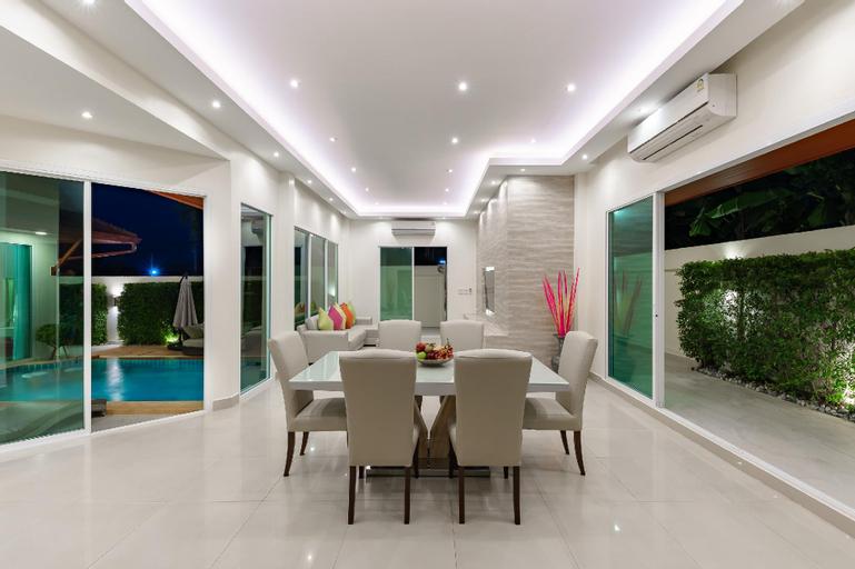 Luxury Pool Villa A14 / 3BR 6-8 persons, Bang Lamung