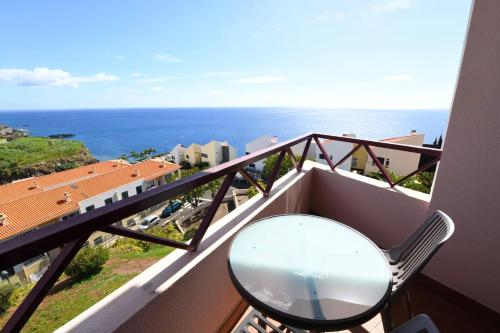 Apartment with 3 bedrooms in Camara de Lobos with wonderful sea view balcony and WiFi, Câmara de Lobos