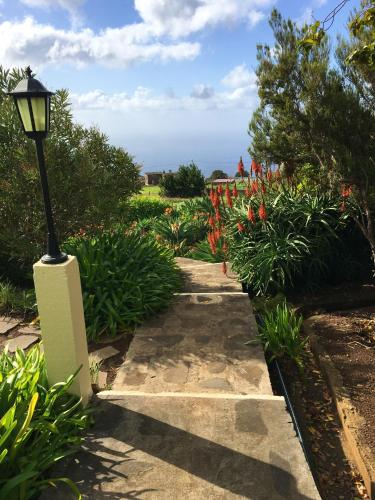 House with one bedroom in Ponta Do Pargo with wonderful sea view furnished garden and WiFi 20 km fro, Calheta
