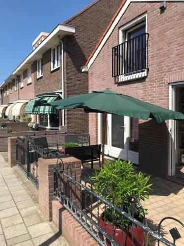 Johns C-side, Katwijk