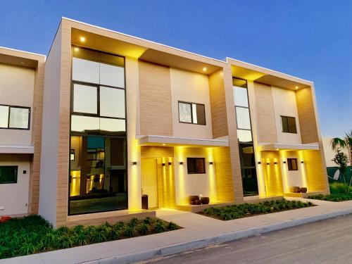 Luxury 4 Bedroom Home Close to Disney 7487, Orange