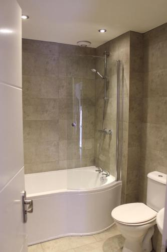 4 bed apartment in city centre with free on-site parking, Newcastle upon Tyne