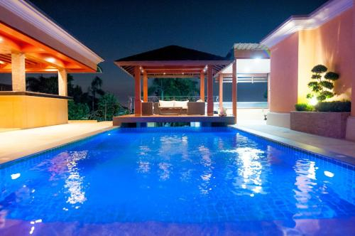 Overlooking Pattaya City - Private Luxury Pool, Bang Lamung