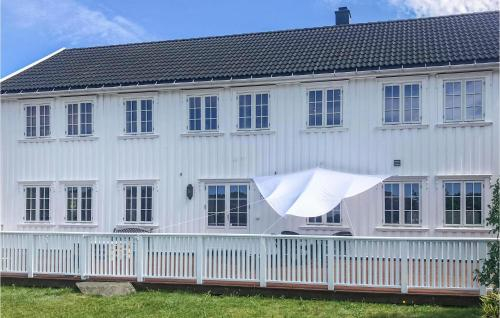 Stunning home in Lindesnes w/ Jacuzzi and 5 Bedrooms, Lindesnes