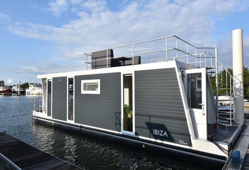 Tiny floating house Ibiza, Maastricht