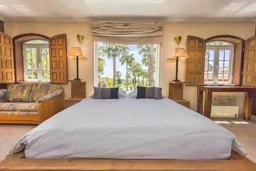 Almancil Villa Sleeps 10 Pool Air Con, Loulé