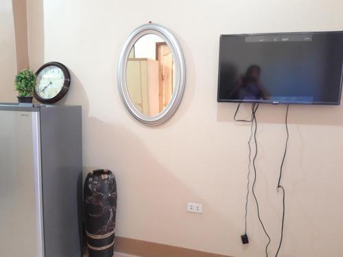 M. Cabildos Transient House Room # 5, Tanay