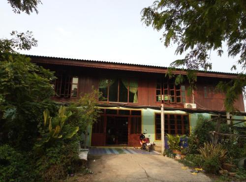 Baan Mran Wichai, Sena