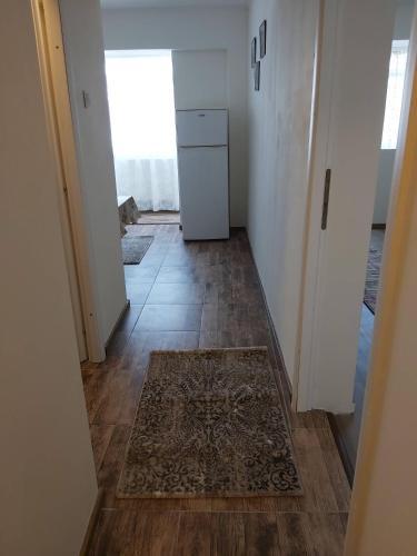 Apartament cu o camera, utilat si mobilat recent, ingrijit., Braila