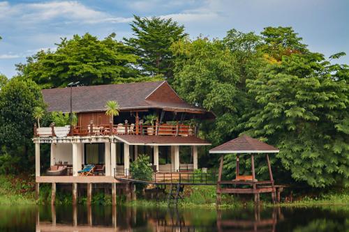 Bamboo House, Bo Rai