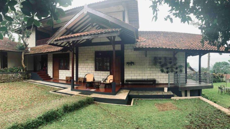VILLA SEJUK DIKAKI GUNUNG SALAK, Bogor