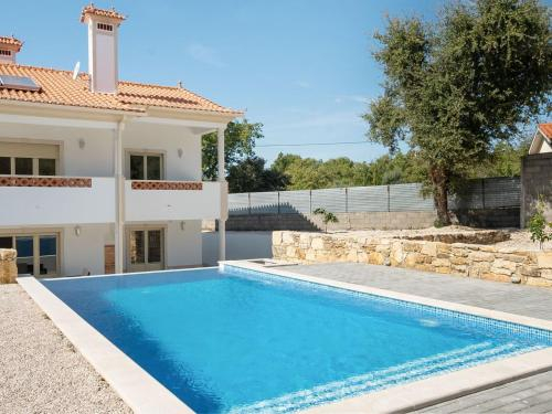 Modern Holiday Home in Lisbon with Swimming Pool, Ferreira do Zêzere