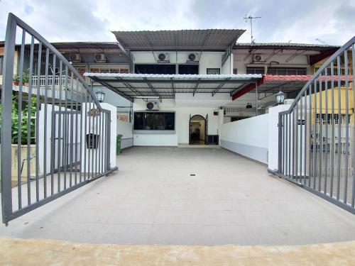 Kuala Lumpur Duta Terrace House by BeeStay, Kuala Lumpur