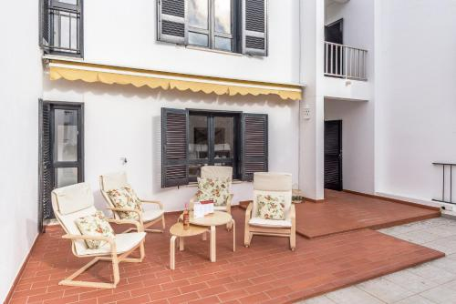 Feels Like Home Monte Gordo Flat with Terrace, Vila Real de Santo António