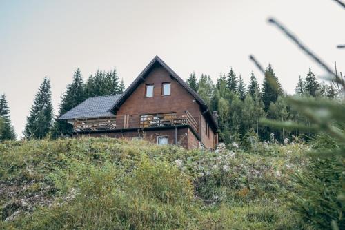 Benny's Villa, Peć