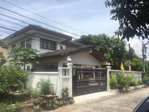 Baan Chang Guesthouse, SUVARNABHUMI Airport, TRANSIT, Day Use 8h, Bang Plee