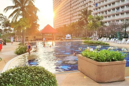 Jomtien Beach Condo with salt water pool - Condominiums for Rent in Muang Pattaya, Pattaya
