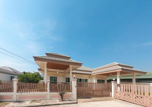 Seal Villa Muaklek, Muak Lek