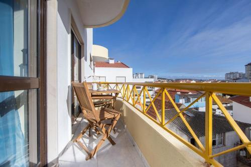 NEW!! Bright Beach Duplex in Costa da Caparica, Almada