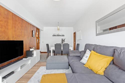 Bright Spacious Three-Bed Apartment in Lisbon, Lisboa